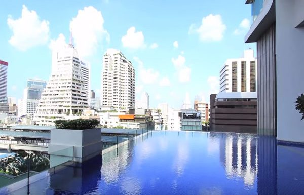 the-infinity-sathorn-condo-bangkok-swimmingpool